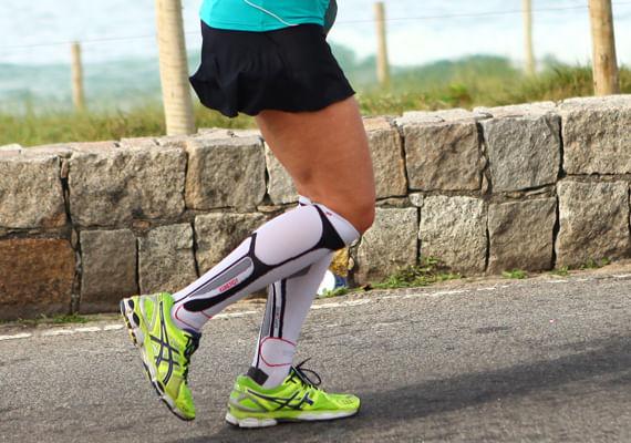 eba2c31b01 Por isso o uso da meia de compressão panturrilha aumenta a resistência  muscular melhorando a performance.
